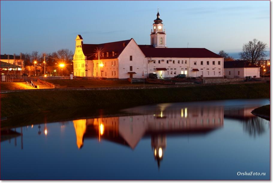 Фото Орши – Ратуша и замок ночью