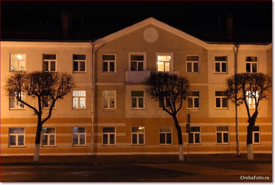 Фото Орши – дом в центре вечером