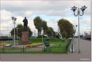Фото Орши – памятник Заслонову на вокзале