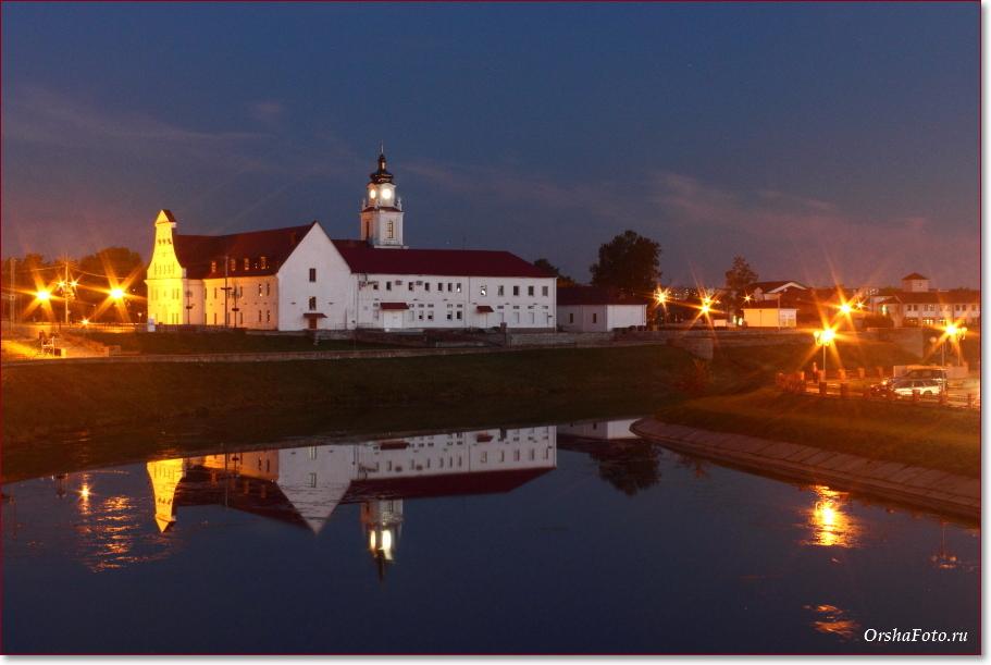 Фото Орши – замок и ратуша и ночью