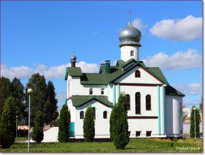 Фото Орши – церковь Леонида летним днем