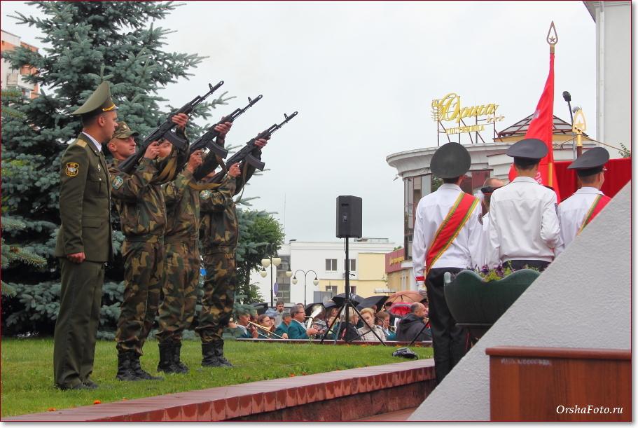 День Независимости в Орше — салют