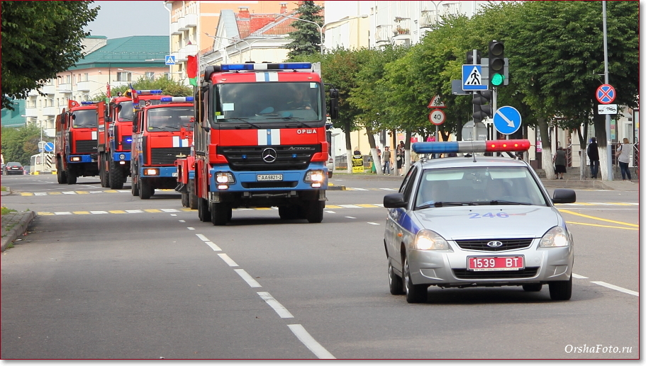 День пожарной службы в Орше - колонна спецтранспорта