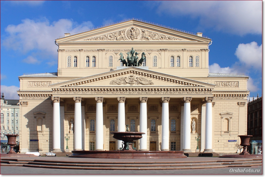 Большой Театр в Москве летом