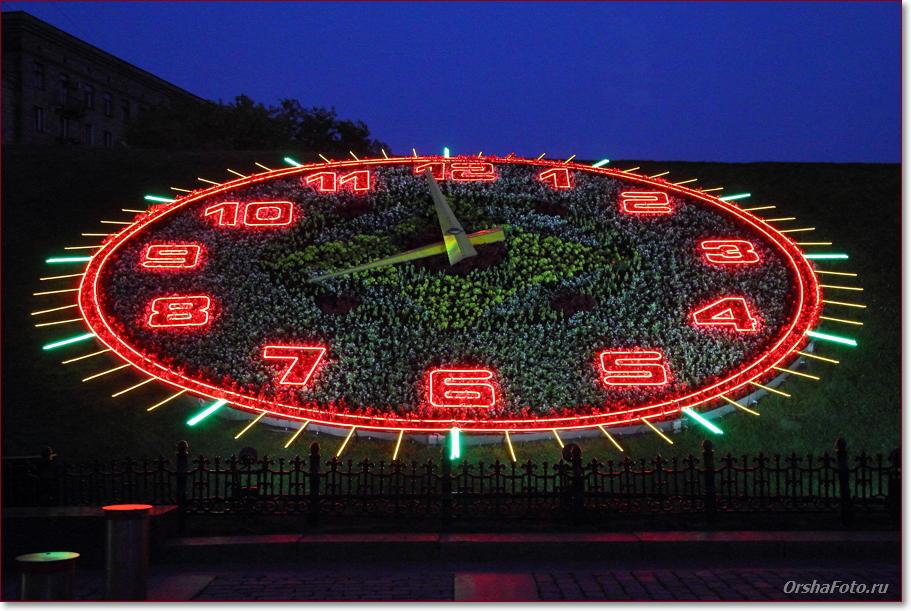 Часы на Поклонной горе в Москве