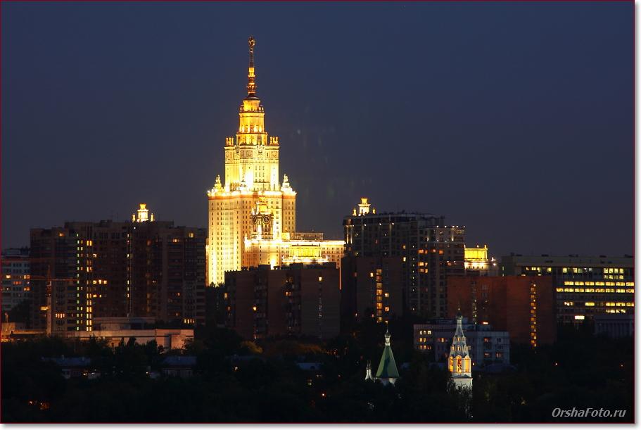 Ночной вид на МГУ с Поклонной горы